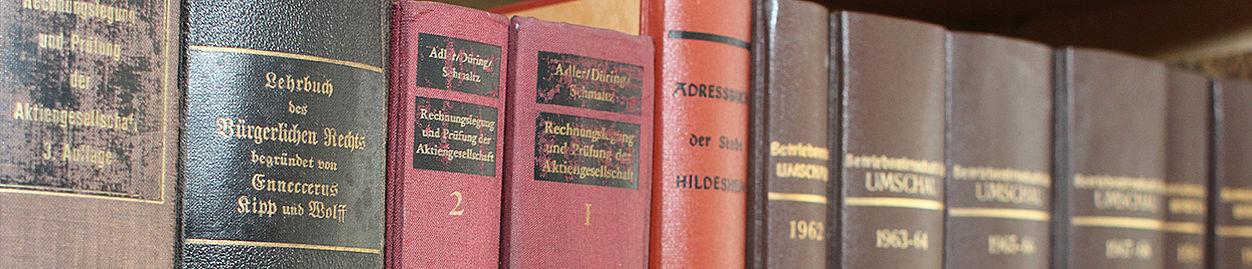Gesetzessammlung in der Bibliothek